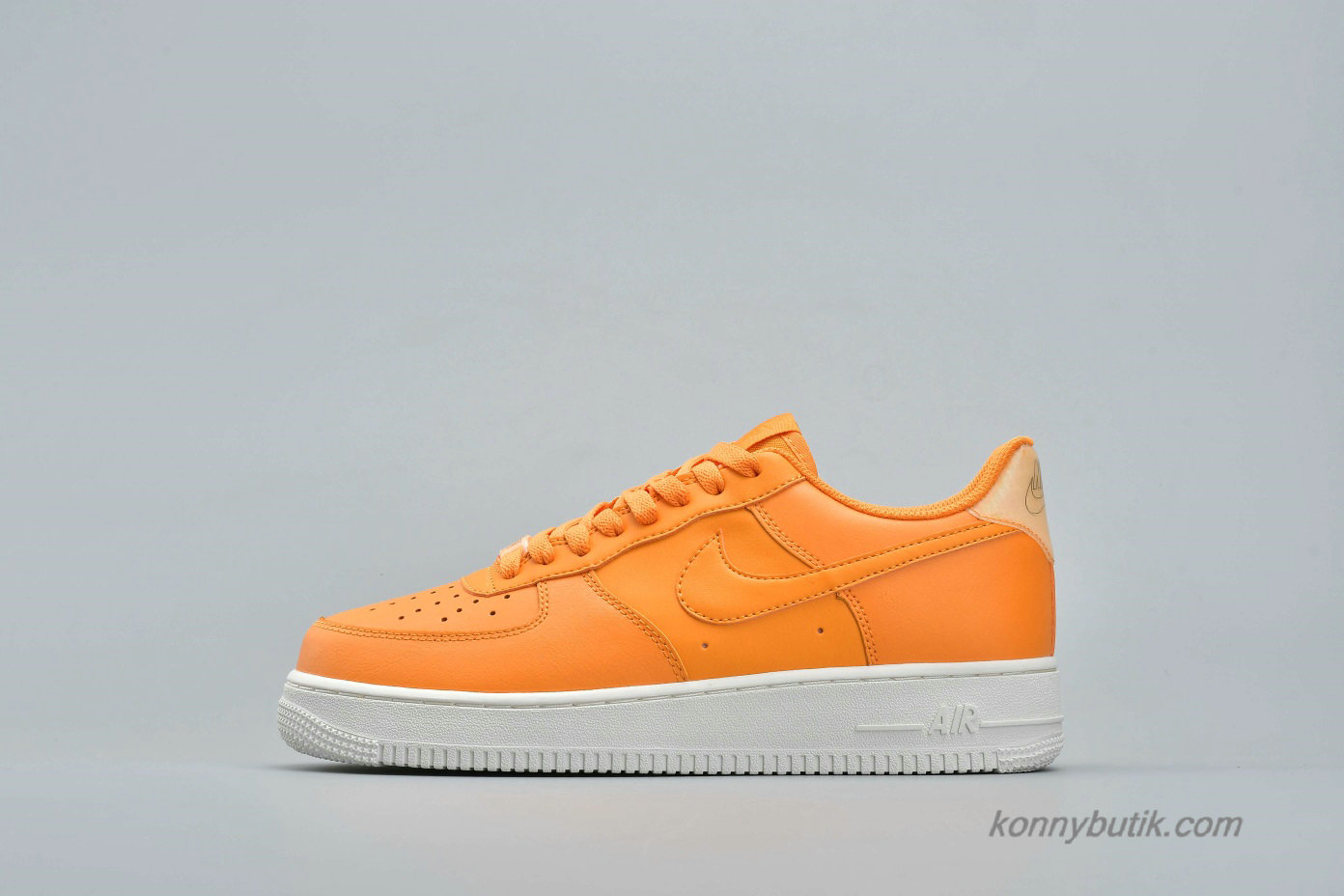 Nike Air Force 1 Low QS Unisex Sko Orange / Off-White (AO2132-801)